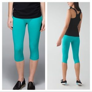 Lululemon Turquoise in the Flow Crops sz 10